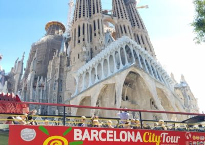 La Sagrada Familia tour bus
